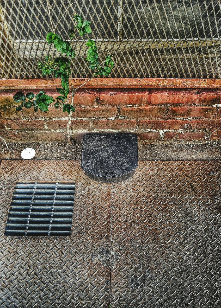 day, metal grate, no people, outdoors