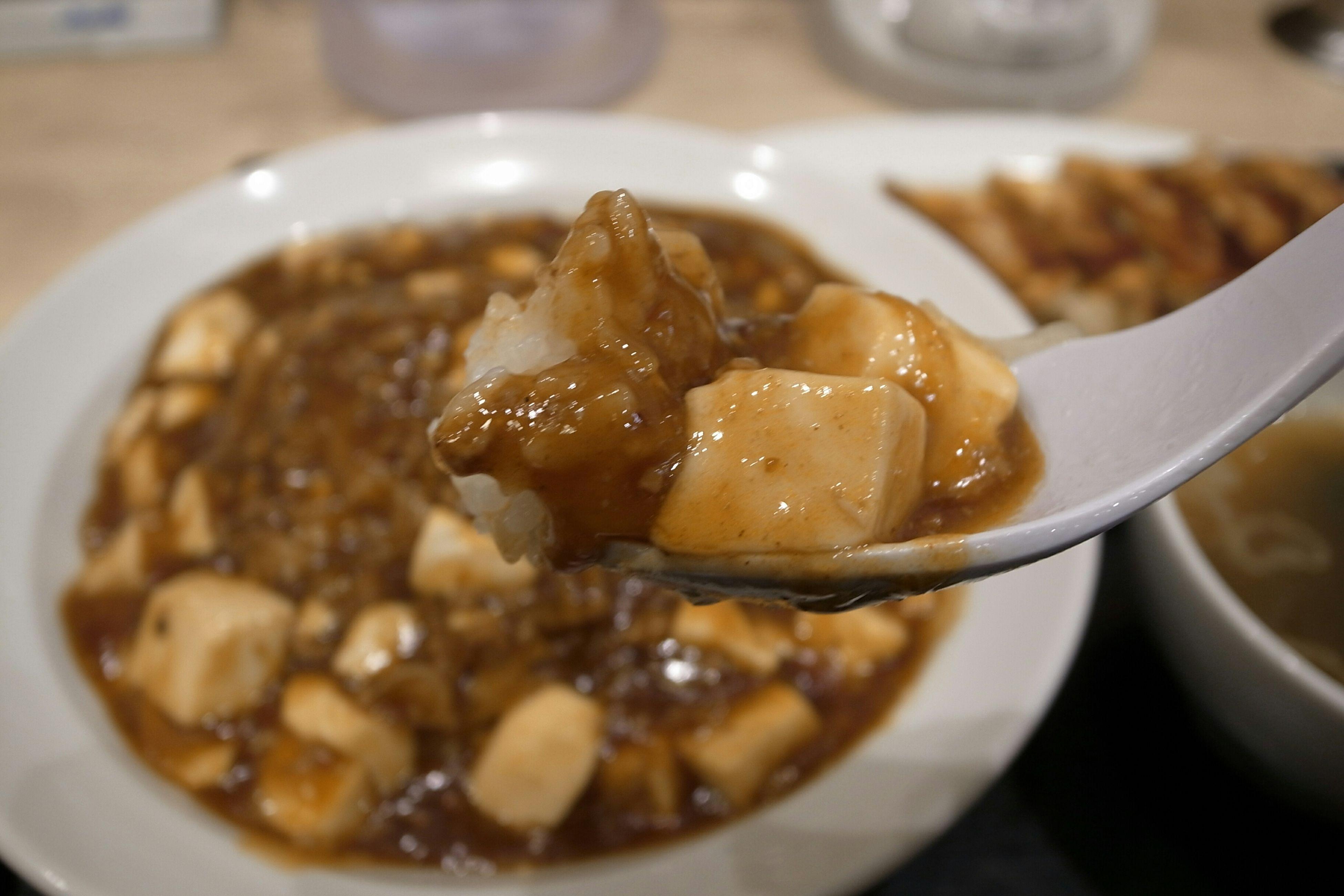 麻婆丼 餃子 Chinese Food Enjoying A Meal In My Mouf Yummy Food Porn Tofu And Meat With Spicy Source Gyoza Ricoh GRD III 美登利寿司で母に何か買ってやろうと思い梅ヶ丘で降りたけど全て売り切れ。先に自分だけ食べちゃった(苦笑)。