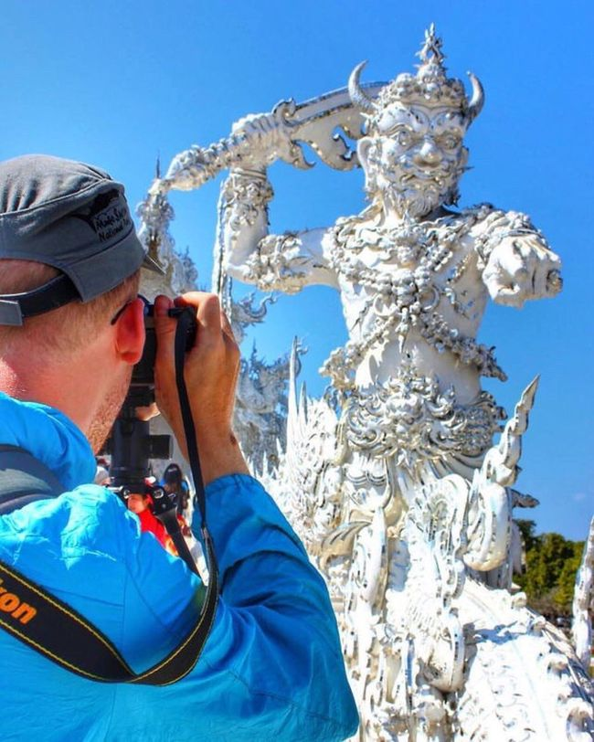 Taking Photos Giant Canon HDR DSLR White Temple Chiangrai Thailand Unseen Traveling Photography