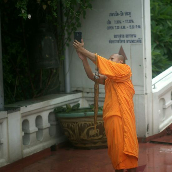 Who can be Picturing Individuality better than a Buddhist monk, epitome of the selfless person, takin a selfie?