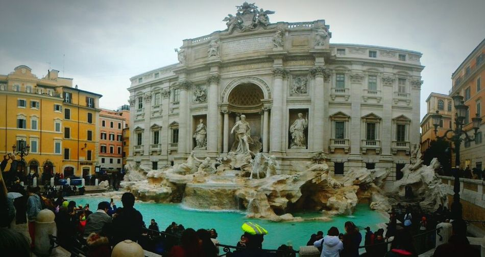 Travel Destinations Travel Tourist Fountain Tourism Cultures Statue Arts Culture And Entertainment City History Sculpture Large Group Of People Architecture Vacations Monument Water People Outdoors Day Italia Rome Architecture Real People Fontana Di Trevi Fontana Di Trevi Rome