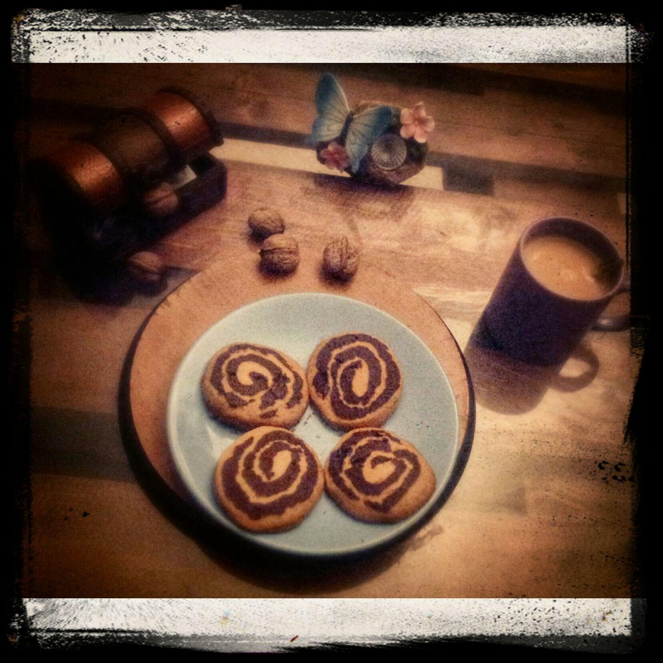 Çayın kalabalıkla arası iyidir, kahve yanlızlık ister... Coffee Cokie Cafe hayatandanibarettir Baharbahcecaferestaurant