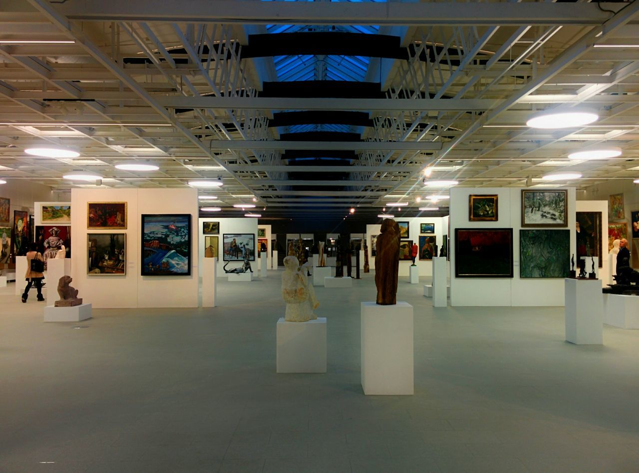 Indoors  Business Architecture Modern Illuminated No People Museum Sculpture Like Simmetry Exhibition Painting