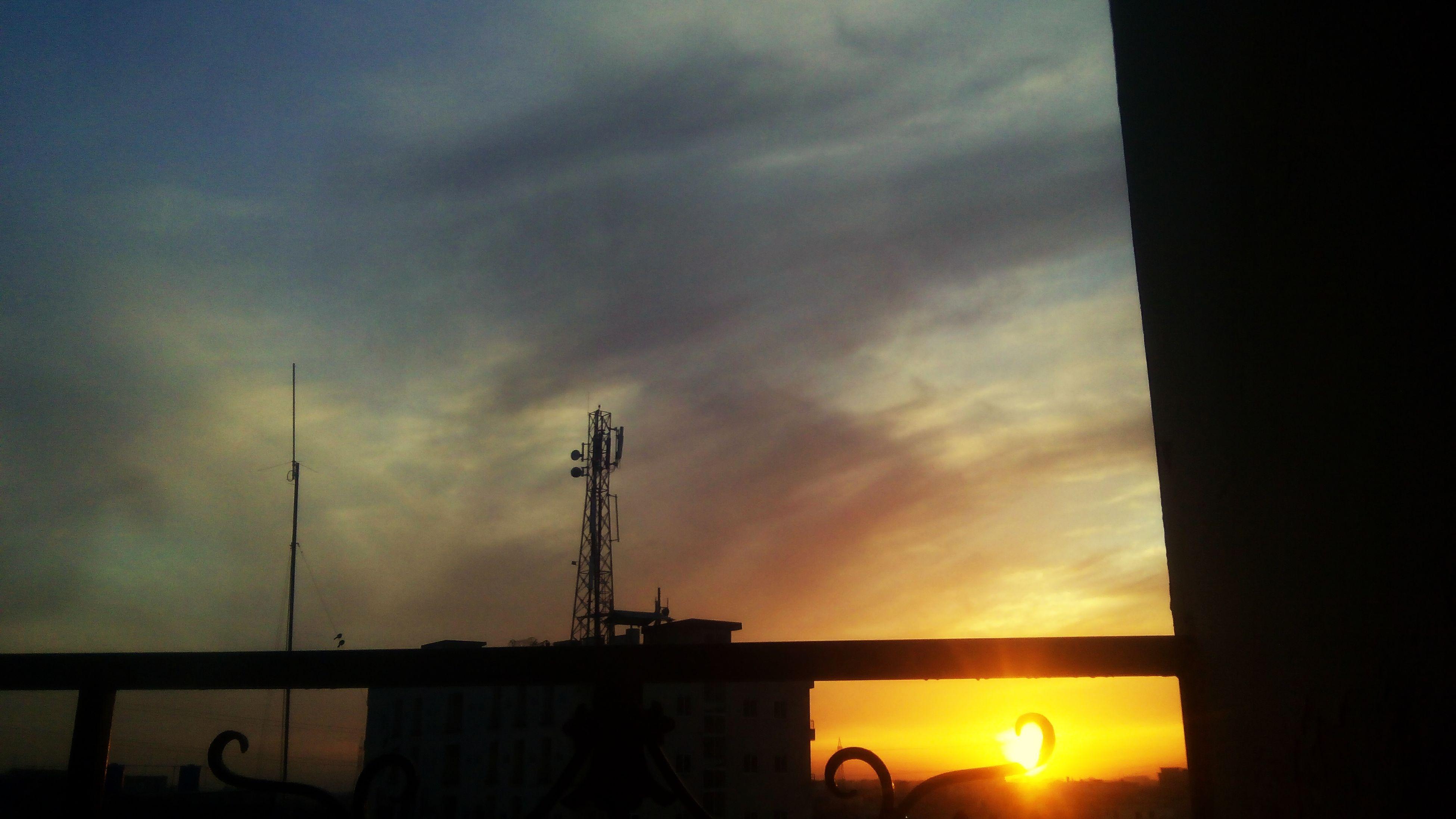 sunset, sky, silhouette, sun, orange color, cloud - sky, sea, beauty in nature, water, scenics, cloud, nature, tranquility, horizon over water, sunlight, tranquil scene, idyllic, cloudy, outdoors, sunbeam