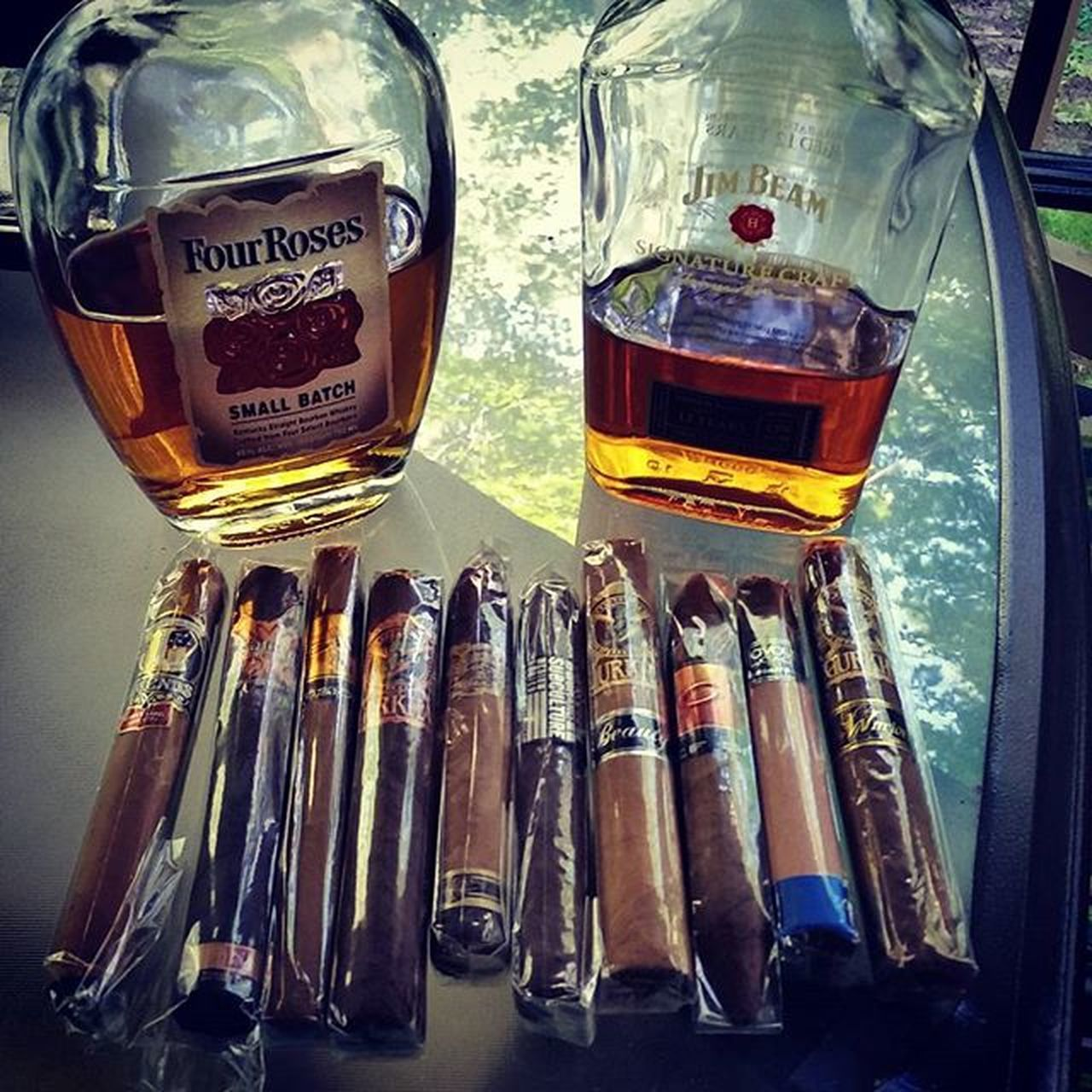 Decisions decisions Cigarsandbourbon Cigars Finerthings Relaxing Acidcigars 4rosesbourbon Jimbeam Gurkacigars