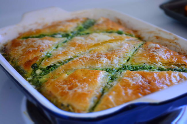 Spinach Pie Close-up Detail Focus On Foreground Food Freshness Greek Indulgence Meal No People Ready-to-eat Selective Focus Serving Size Still Life Temptation My Favorite Breakfast Moment Spinach Pie Greek Food Spinachpie Hot Out Of The Oven Cut Into Pieces Cut Spinach And Feta Phyllo Pan Of Food