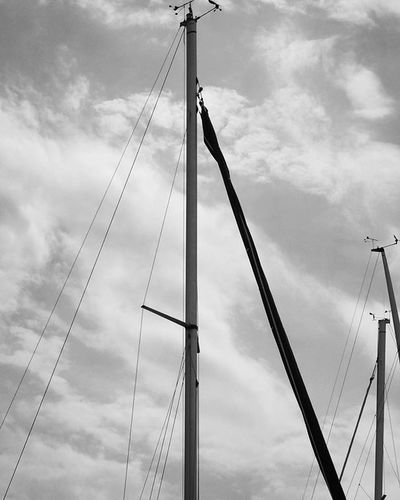Sails . Beautiful View . At the Hafen Port waiting for the Cruiseship . Lindau Bodensee Deutschland Germany . Taken by my Sonyalpha DSLR Dslt A57 . مرفأ يخوت بحيرة جزيرة لينداو المانيا
