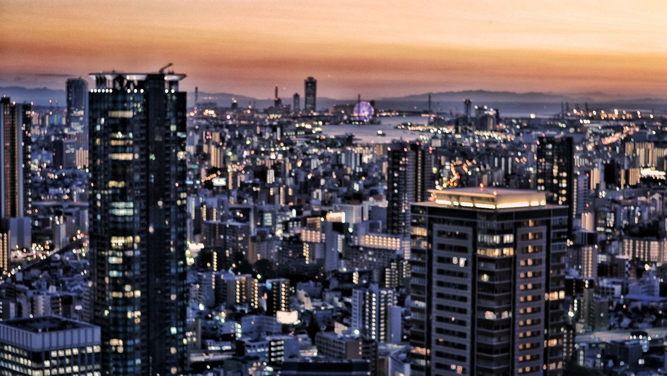 My Year My View 梅田スカイビル 展望台  View from Umeda Sky Building Observatory. OSAKA Sunset Cityscape Night Lights Buildings And Sky Buildings Edited Travel Photography October 2016 ピンボケ Out Of Focus ※ピンぼけ写真を以前やってた絵みたいな加工をまたやってみた。