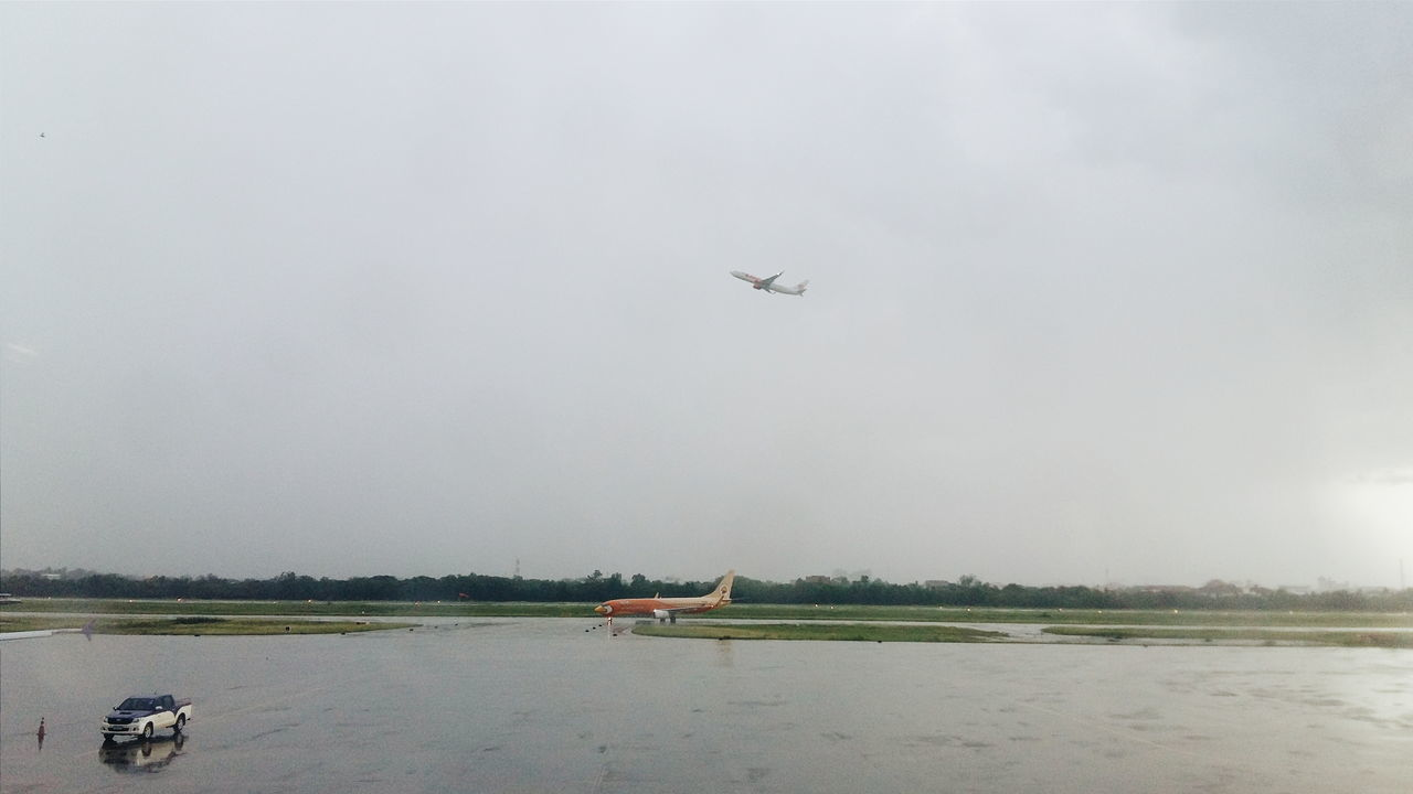 Rainy day ✈ Airplane Landing Plane Departing LionAir Nokair Airport Flying Air Vehicle
