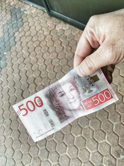 500 Kronen Geldschein  Close-up Currency Day Finance Geld High Angle View Holding Human Body Part Human Hand Krone Lifestyles Paper Currency Real People