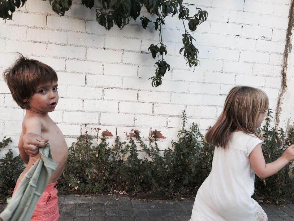 Kids Kids Being Kids Kidsphotography Running Children Cute Candid Wall Green Barcelona