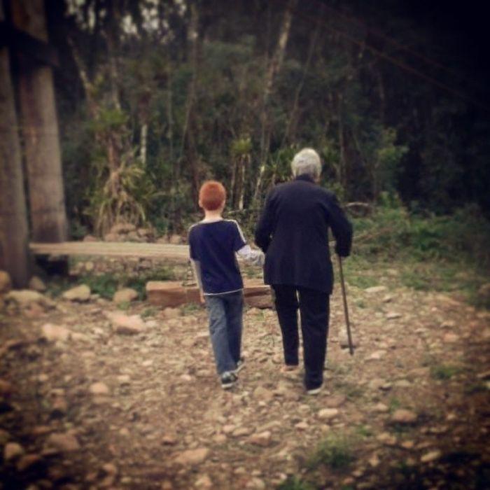 João Vitor ajudando a Nona. É nessas horas que a gente vê que vale a pena se dedicar na educação dos nossos filhos! Valores Educacao Principios Baseparatodavida