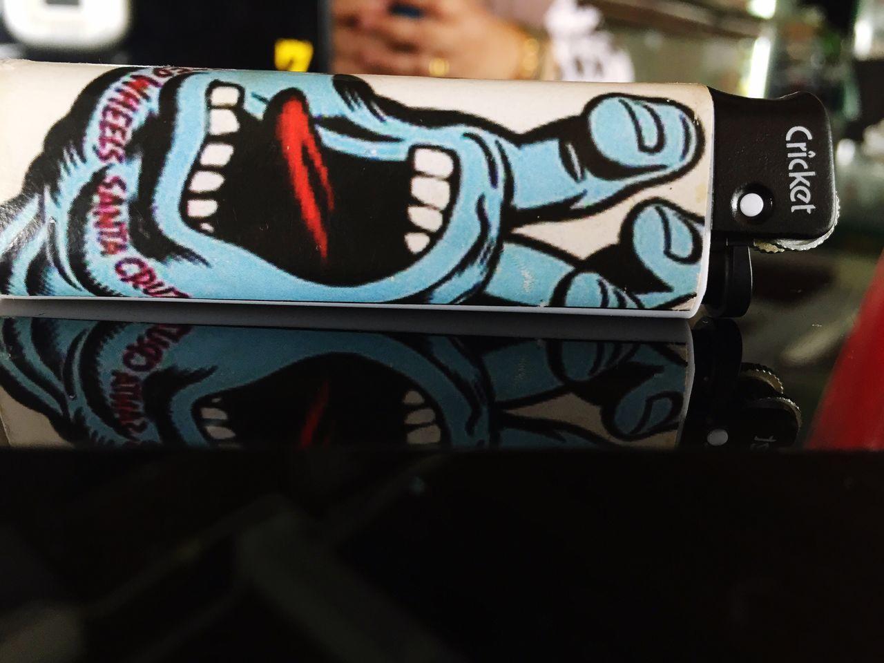 Open wide Close-up Illuminated Lighter Cricket! Design
