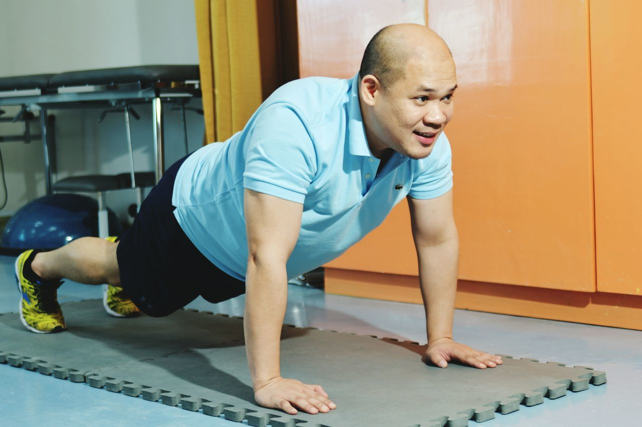 Full Length Healthy Lifestyle Lifestyles Exercising Sports Clothing Adults Only Athlete Men Only Men Indoors  Muscular Build The Human Body Adult Sports Training One Person One Man Only People Self Improvement Pain Domestic Room