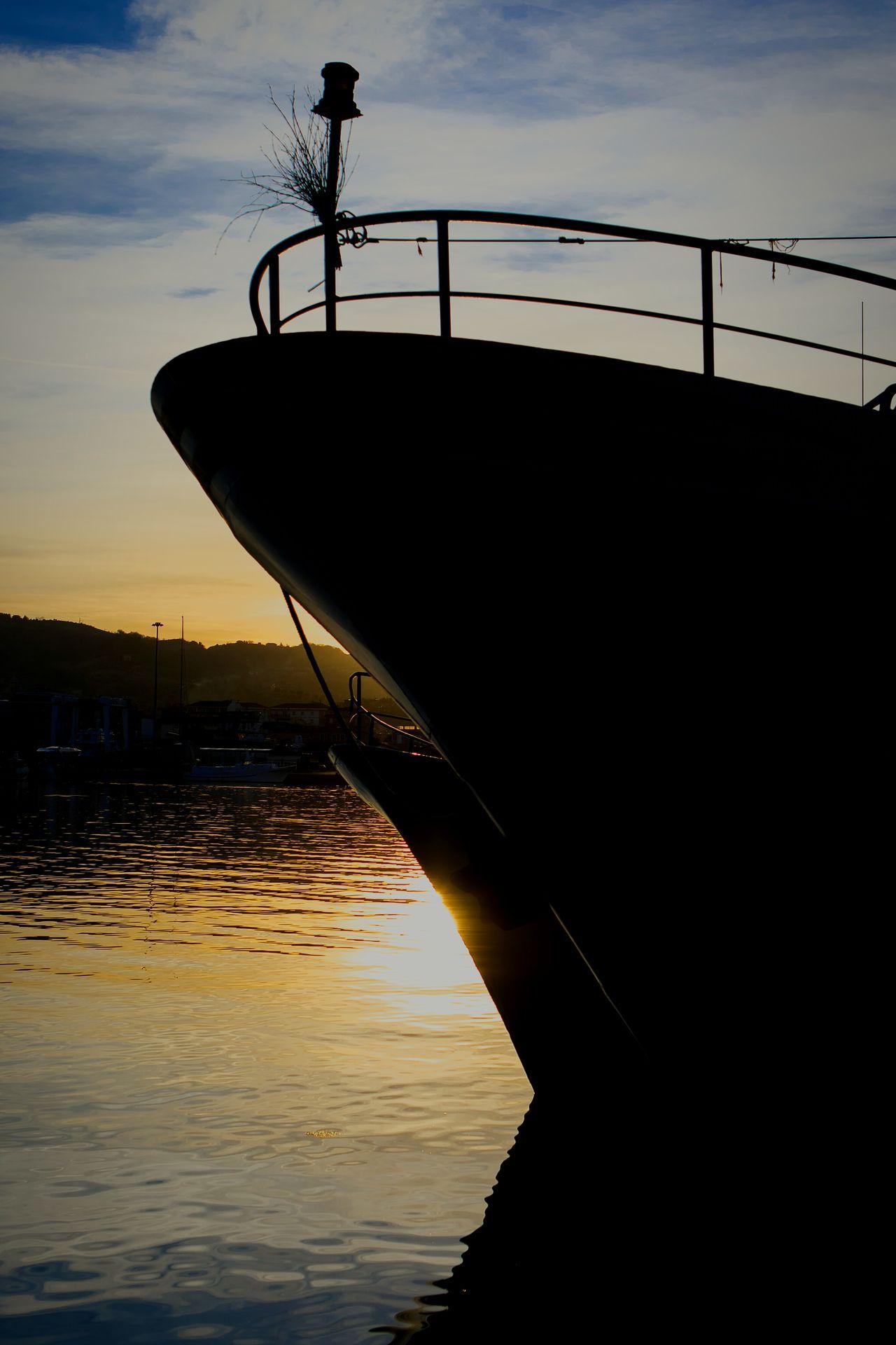 Un ordinario giorno di Mare Sanbenedettodeltronto Pictureoftheday Molo Colours Lights Sunset Fotografia Marche Marcheforyou Amazing_captures Pesca Barche Italy Porto Viaggio Da Me