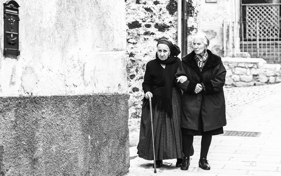 Scanno Scanno Scannography Abruzzo Abruzzo - Italy Two People People Outdoors Abruzzo Traditions Abruzzo Italy Abruzzoitaly Stefanopagliucaphotography Biancoenero Bianco E Nero Biancoenerophoto Bianco&nero Peoples