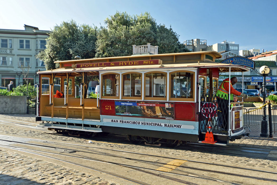 Cable Cars_San Francisco 2 Powell / Hyde Cable Car San Francisco Bay Historic Scenic Tourism Hyde St. Beach St. San Francisco Municipal Railway Cable Car Inventor: Andrew Hallidie 1873 Cable Car Turnaround