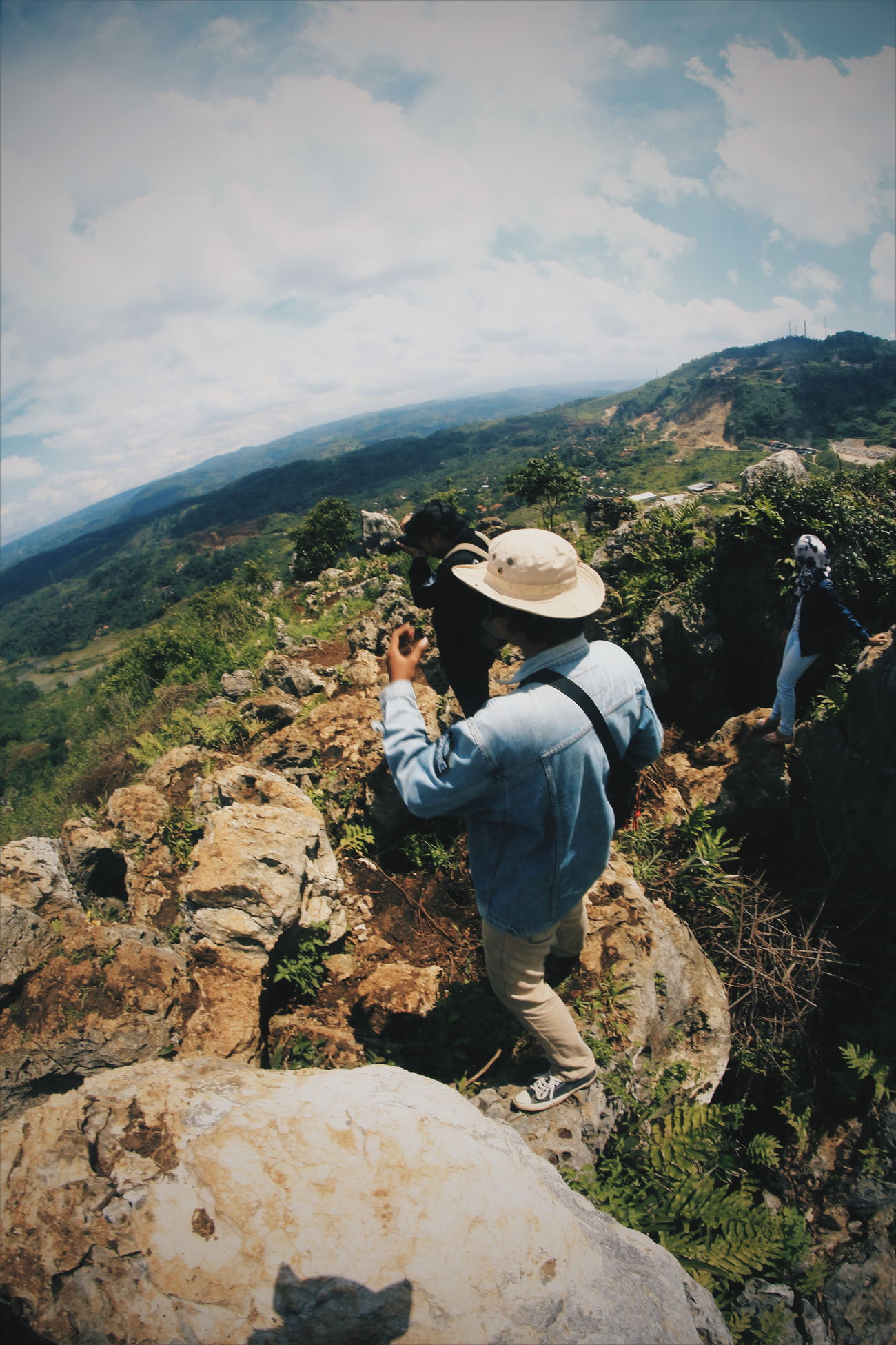 One Person Mid Adult Real People Adults Only One Man Only Adult People Only Men Day Beauty In Nature Outdoors Nature Focus On Foreground EyeEm Indonesia Indonesia_photography Camouflage Clothing Human Body Part