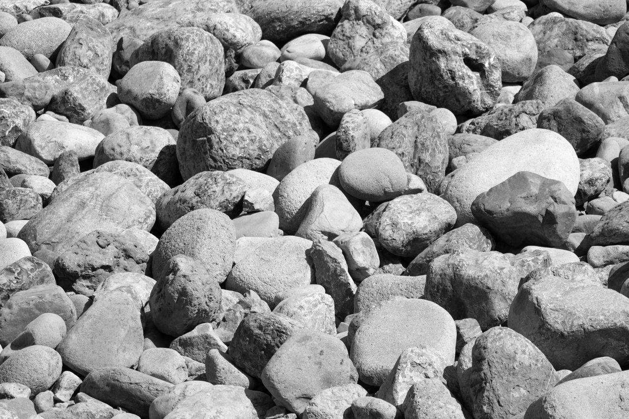 full frame, pebble, backgrounds, no people, beach, nature, large group of objects, textured, close-up, outdoors, pebble beach, day