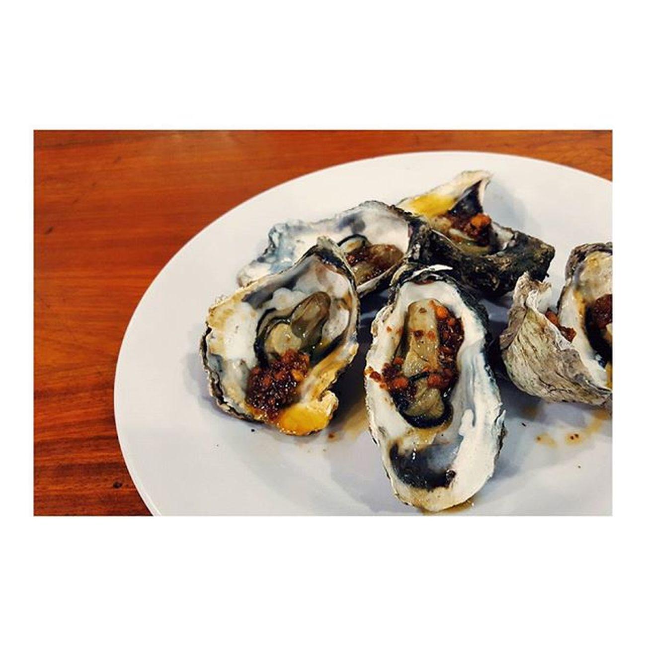 美味しかった。美味しかったけど、身小さすぎ。笑えない ベトリナ 45000VND うーん そこそこやな 蘇る的矢牡蠣の思い出 あれは牡蠣界の神様 ニャチャン 一人旅 Hmmmm it was okay. About $2 for 7 little pieces. I really miss matoya oyster 😭😭 NhaTrang Vietnam Seafood