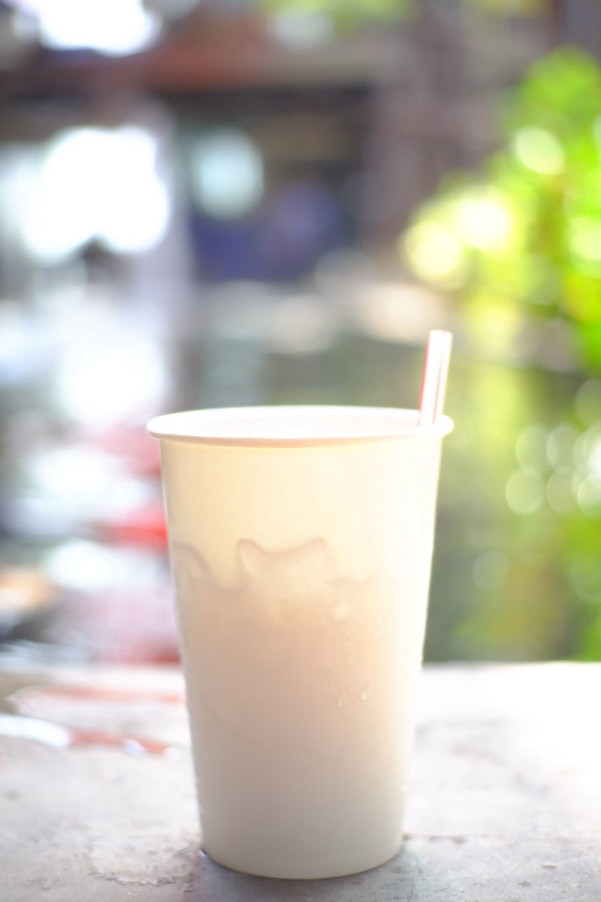 drink, focus on foreground, refreshment, food and drink, no people, table, freshness, close-up, coffee - drink, drinking glass, drinking straw, day, indoors