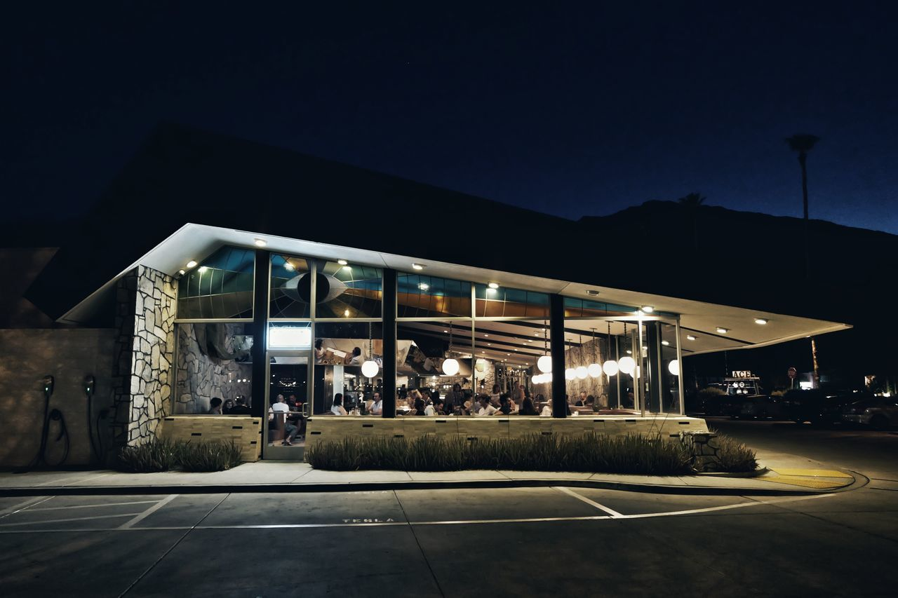 Diner vibes Summer Nights Cities At Night Nightphotography Streetphotography Architecture Cityscapes California Overnight Success