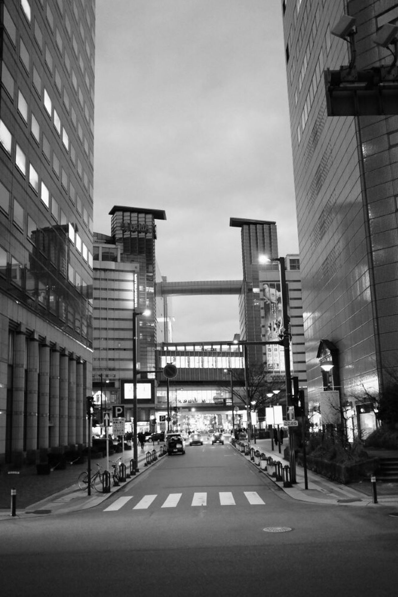 久しぶりのモノクロ Blackandwhite Black And White Black & White Blackandwhite Photography Black&white Monochrome EyeEm EyeEm Gallery Fujifilm X-E2 Fujifilm_xseries Fukuoka-shi Fukuoka,Japan Taking Photos Taking Photos Japan Building Fukuoka Japan Photography Sky Nippon 日常 Town Nightlights Nightphotography Night Photography