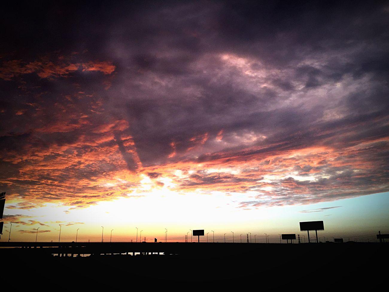 乌云压境,暗夜终将吞噬一切明光。