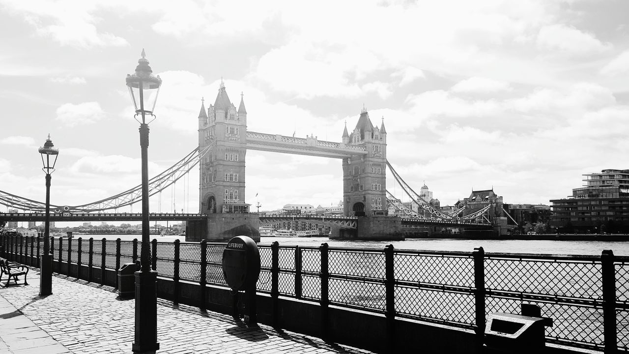 London LONDON❤ Londra Londres Uk United Kingdom Great Britain England Tower Bridge  Towerbridge Bridge Streetphotography Taking Pictures Thames Thames River Thamesriver Blackandwhite Black And White Black & White