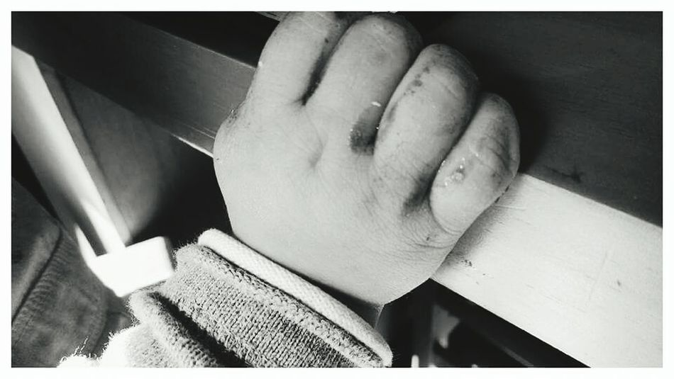 Human Hand One Person Human Body Part Tranquil Scene Streetphotography Blackandwhite Domestic Life Mexicanphotographer Blackandwhite Photography Black&white Photography Tranquility Black And White Lifestyles