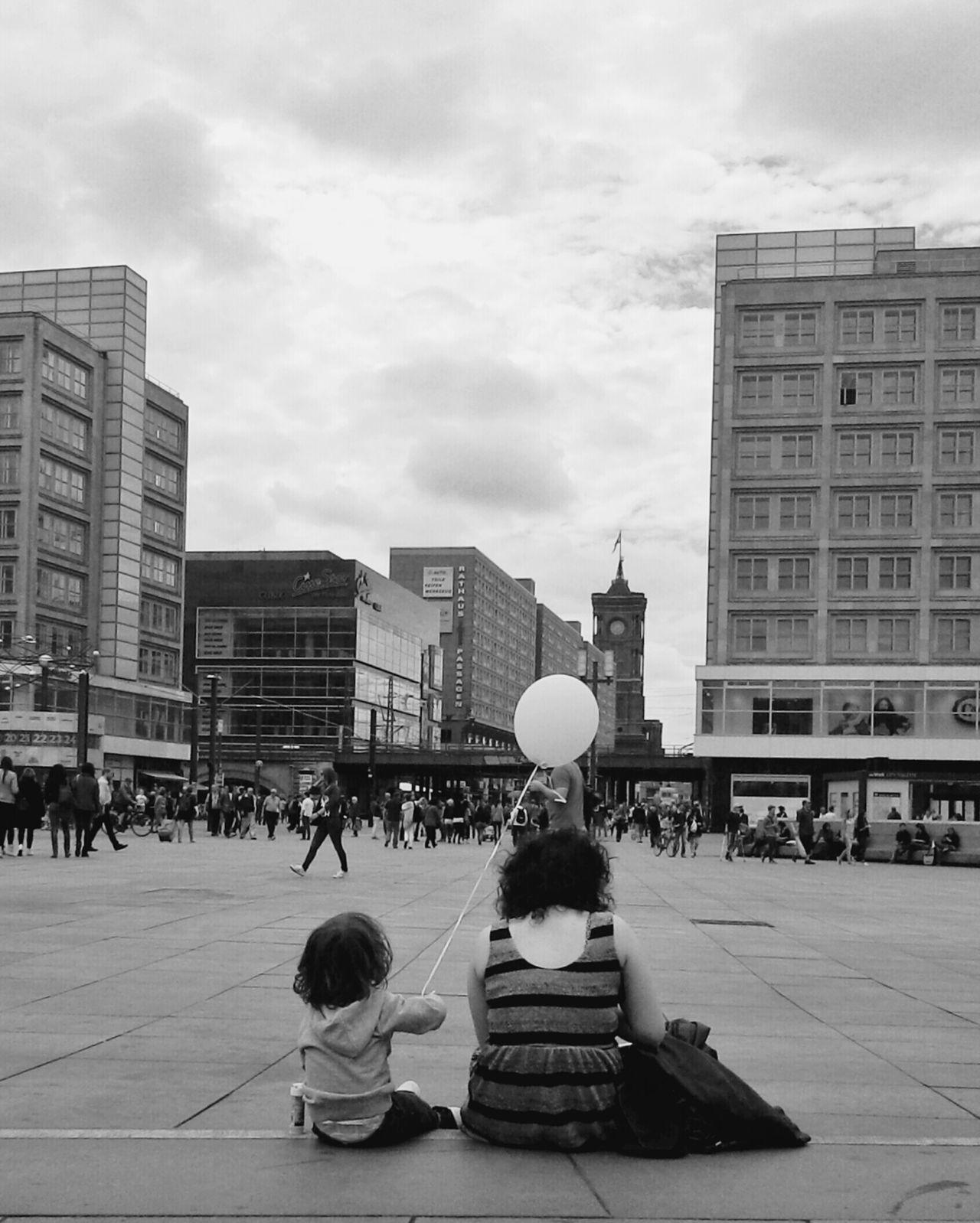 Beautiful stock photos of schwarz, Architecture, Balloon, Berlin, Building Exterior