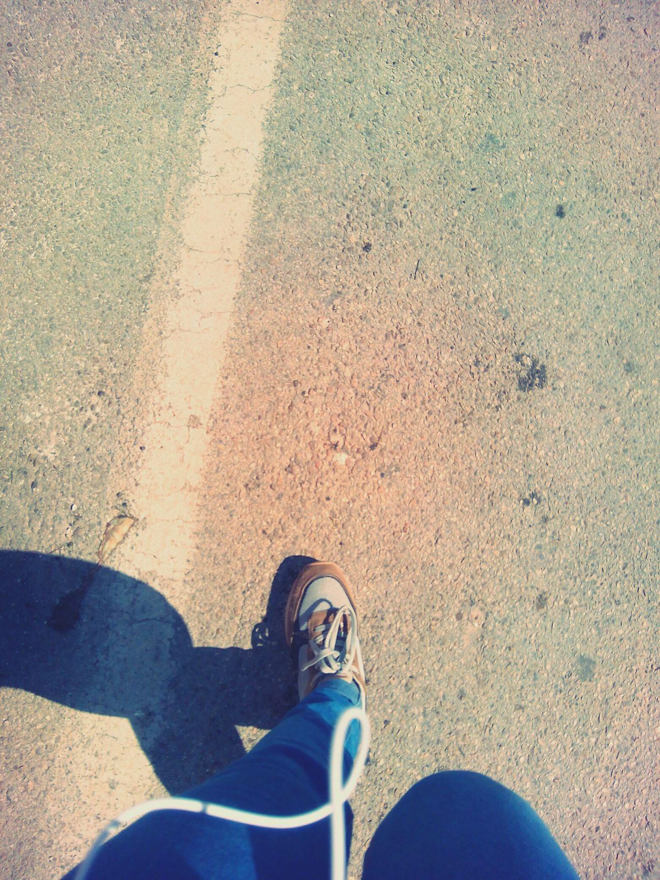 Looking Into The Future Avanti Camminare Percorso Strada