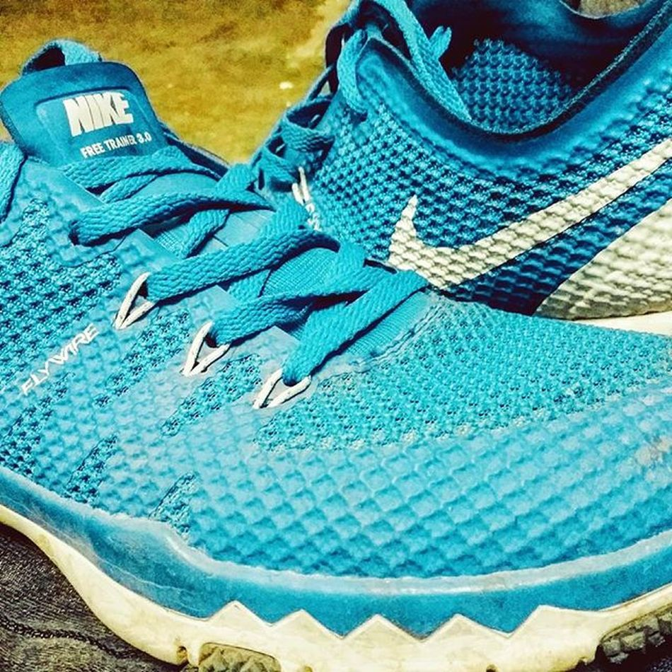 Shoes yr 😍😍 Nikeairmax3 .0 Flywire Sporty Sexy_model😚😙 Bleedblue  Nikelover JustDoIt 😎 By the way bhai k hai. 😑😒
