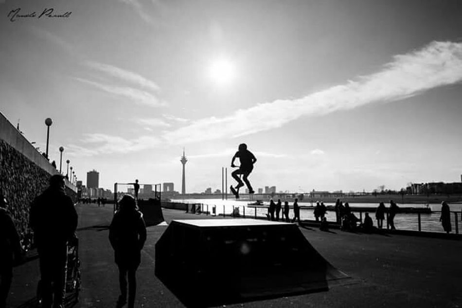 Hi! And Good Morning . It was a great Weekend . Hope for you too. Manolo Perulli Fotografie was doing some Streetphotography in Black And White . The Places I've Been Today EyeEm Best Shots - Black + White EyeEm Best Shots - The Streets Everyday Joy
