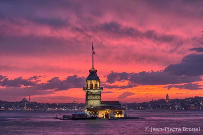 The most beautiful Sunset I've ever seen. Maiden Tower Kız Kulesi, Istanbul, Turkey