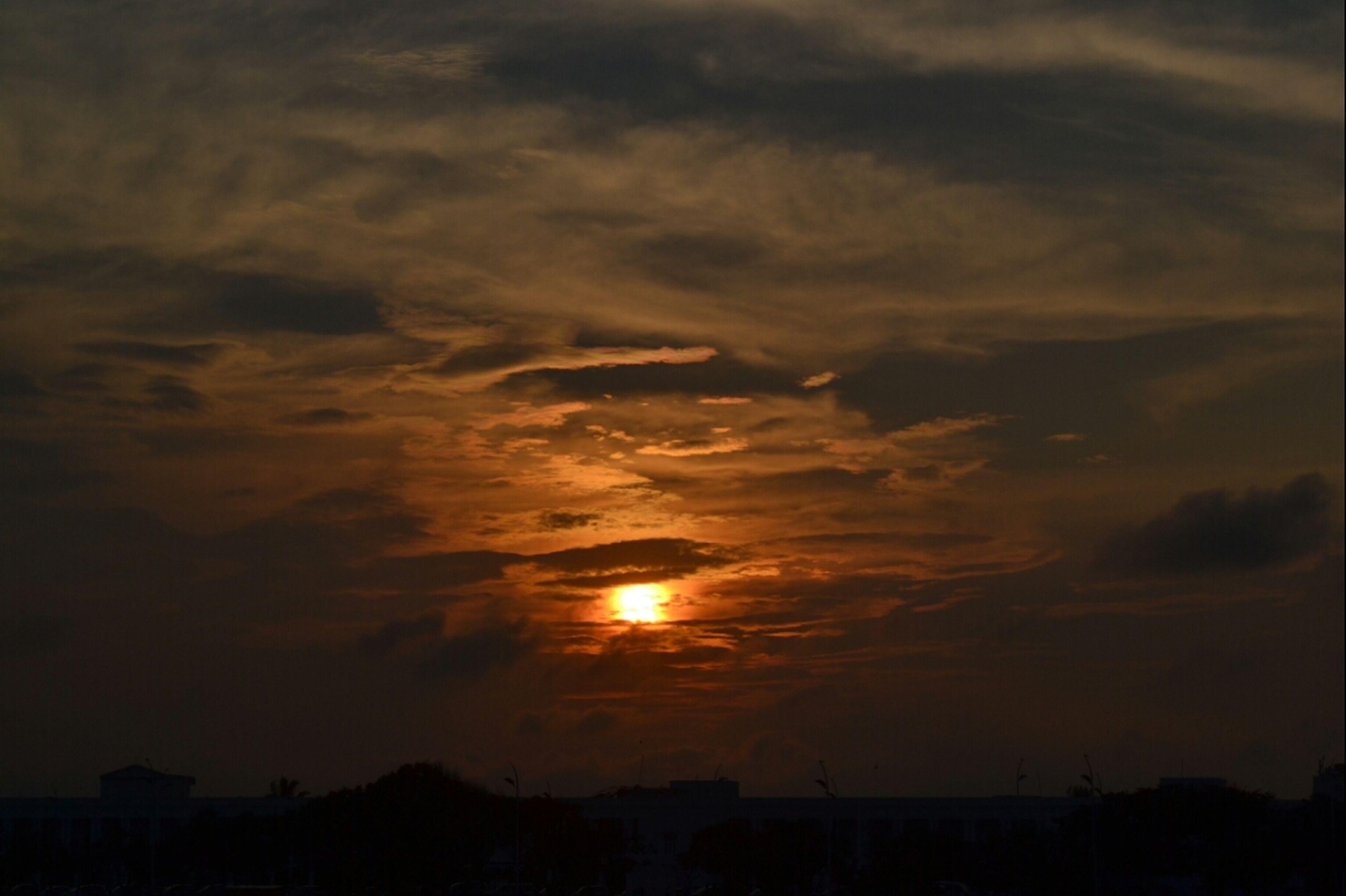 sunset, silhouette, sky, scenics, beauty in nature, sun, cloud - sky, tranquil scene, tranquility, orange color, dramatic sky, idyllic, nature, cloudy, cloud, weather, atmospheric mood, sunlight, dark, moody sky