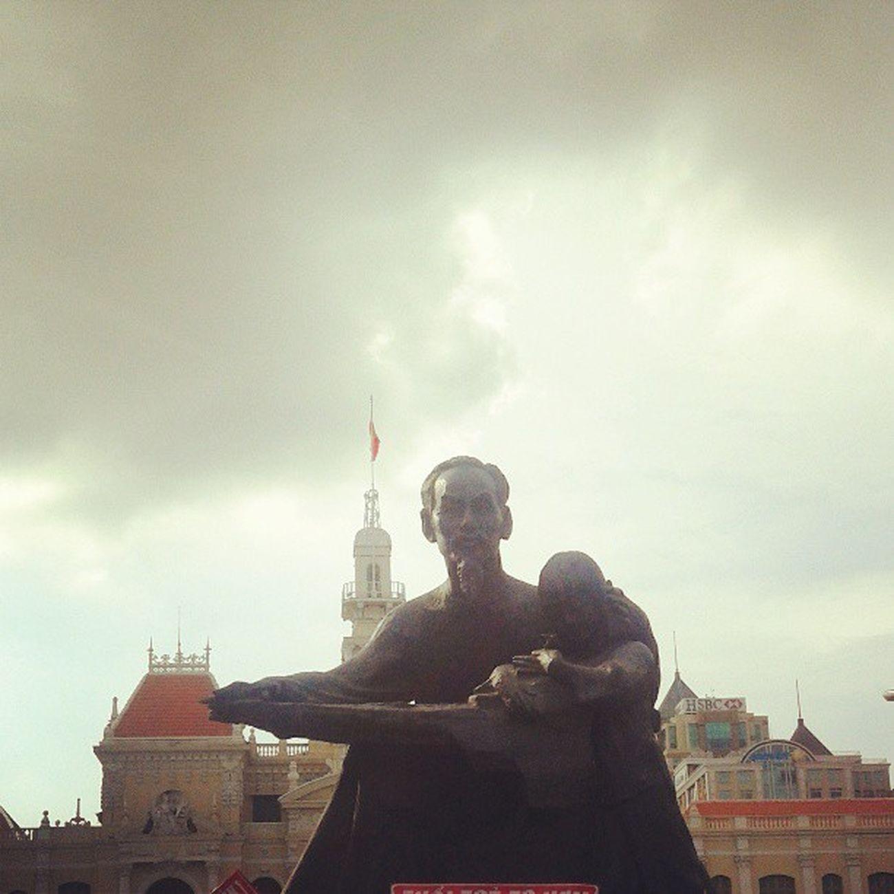 Mr. Ho Chi Minh Statue Leader Political City Landmark Landscape Instalandscape Instanusantara Instanusantarabali Instanesia Instagood Instadaily Igers Instapop IGDaily Sky Instasky Vietnam LangitbaliPhotoworks