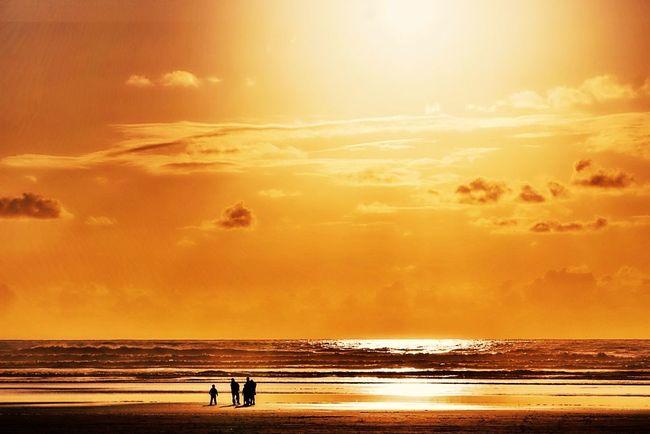 OtherMindMedia Urban Escape Taking Photos Relaxing Beautiful Nature Waterfront Cannon Beach Eclipse Sunset #sun #clouds #skylovers Sky Nature Beautifulinnature Naturalbeauty Photography Landscape [a: [