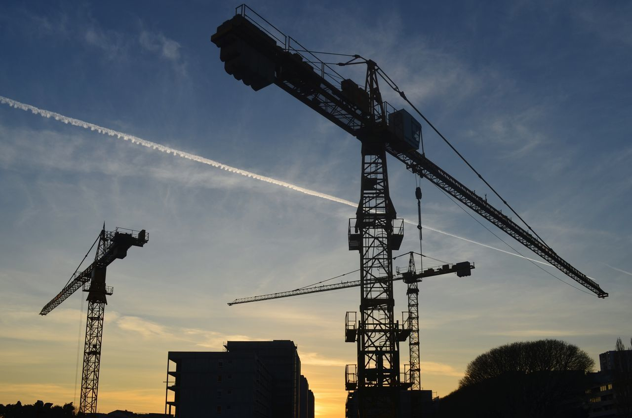 Crane - Construction Machinery Business Finance And Industry Industry Sky No People Foundry Outdoors Day Construction City Life City Built Structure Architecture Clouds And Sky Cloud - Sky Construction Industry Construction Machinery