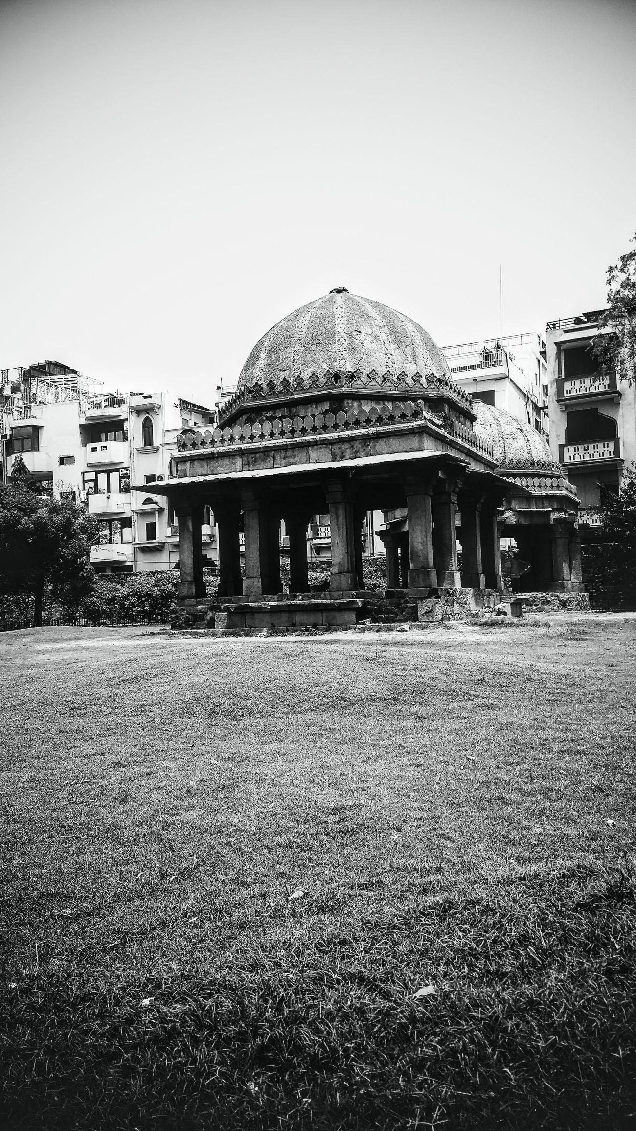Outdoors Architecture India Delhidiaries Hauzkhasvillage The Architect - 2017 EyeEm Awards The Street Photographer - 2017 EyeEm Awards VSCO Blackandwhite_streetphotography