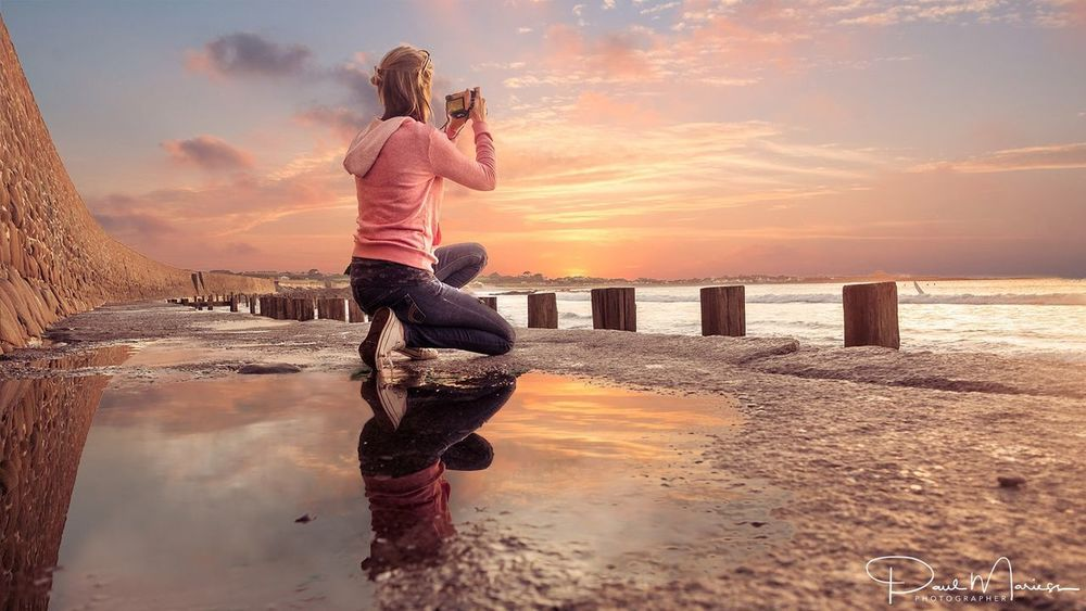 Catching the light Coast Sunset And Clouds  Sunset_collection Bestoftheday Eyem Best Shots Water Sea Beach Sunset Reflection Sky Sand Horizon Over Water Real People Beauty In Nature Nature Cloud - Sky Photographing