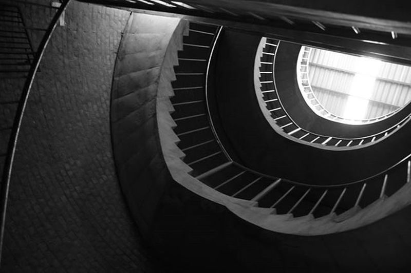 Hostel staircase Iimahemdabad Blackandwhite Archilovers Virtigo Round Vosco Architecture Photography Minimal Art @subject_light