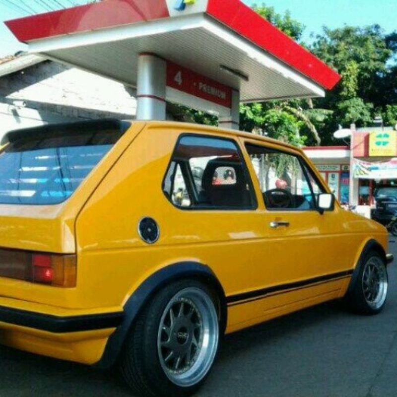 Black and yellow , black and yell......... VAG Gettin  Juice Vpower low mk1
