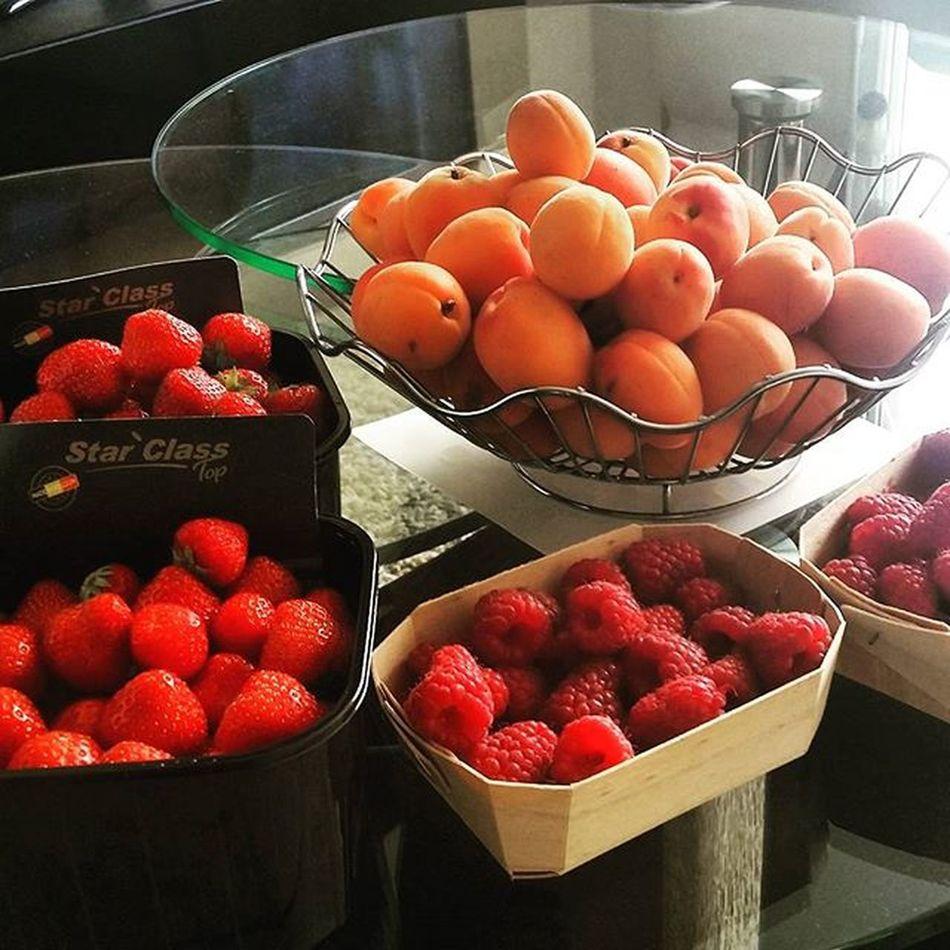 Marche Dunkerque Déjeuner Fruits Abricot Fraises Framboises Regale Miammiam Instalike Instagram Insta Instagoods