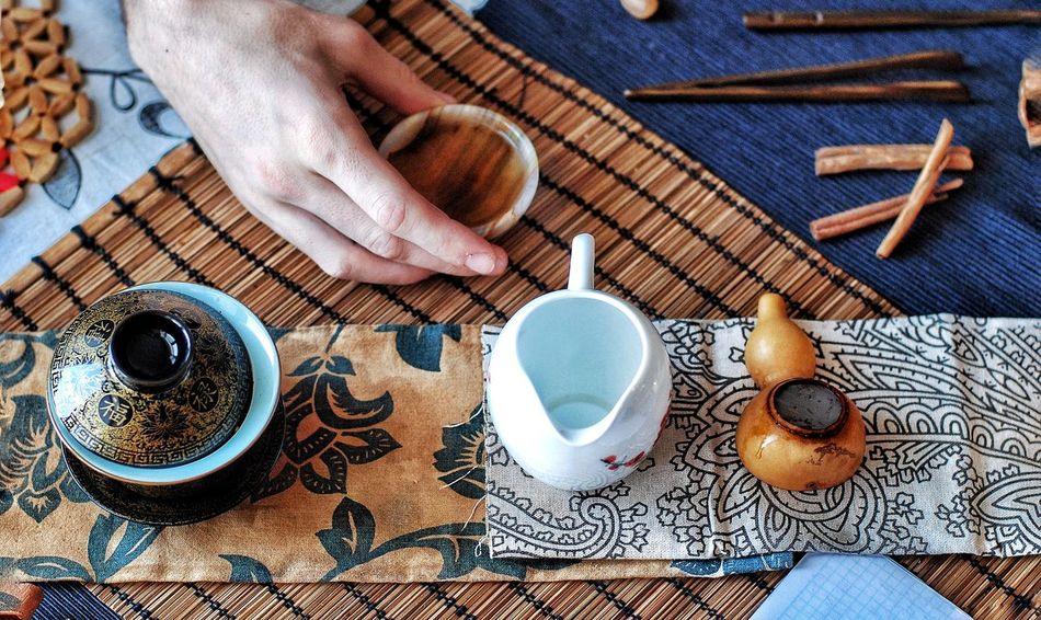 Real People Human Hand High Angle View Table Lifestyles Human Body Part Indoors  Leisure Activity One Person Day Close-up Adults Only People Adult Чай чайнаяцеремония Tea Tea Time EyeEmNewHere