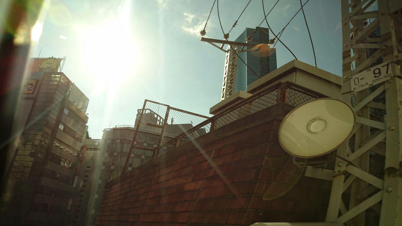 バリィさんのお見送り。 Tokyo Cityscapes Buildings & Sky Sunlight ☀ From Train Window Travel Photography From My Point Of View Tokyo Morning Cityscapes Glitch 車窓から EyeEm Best Shots