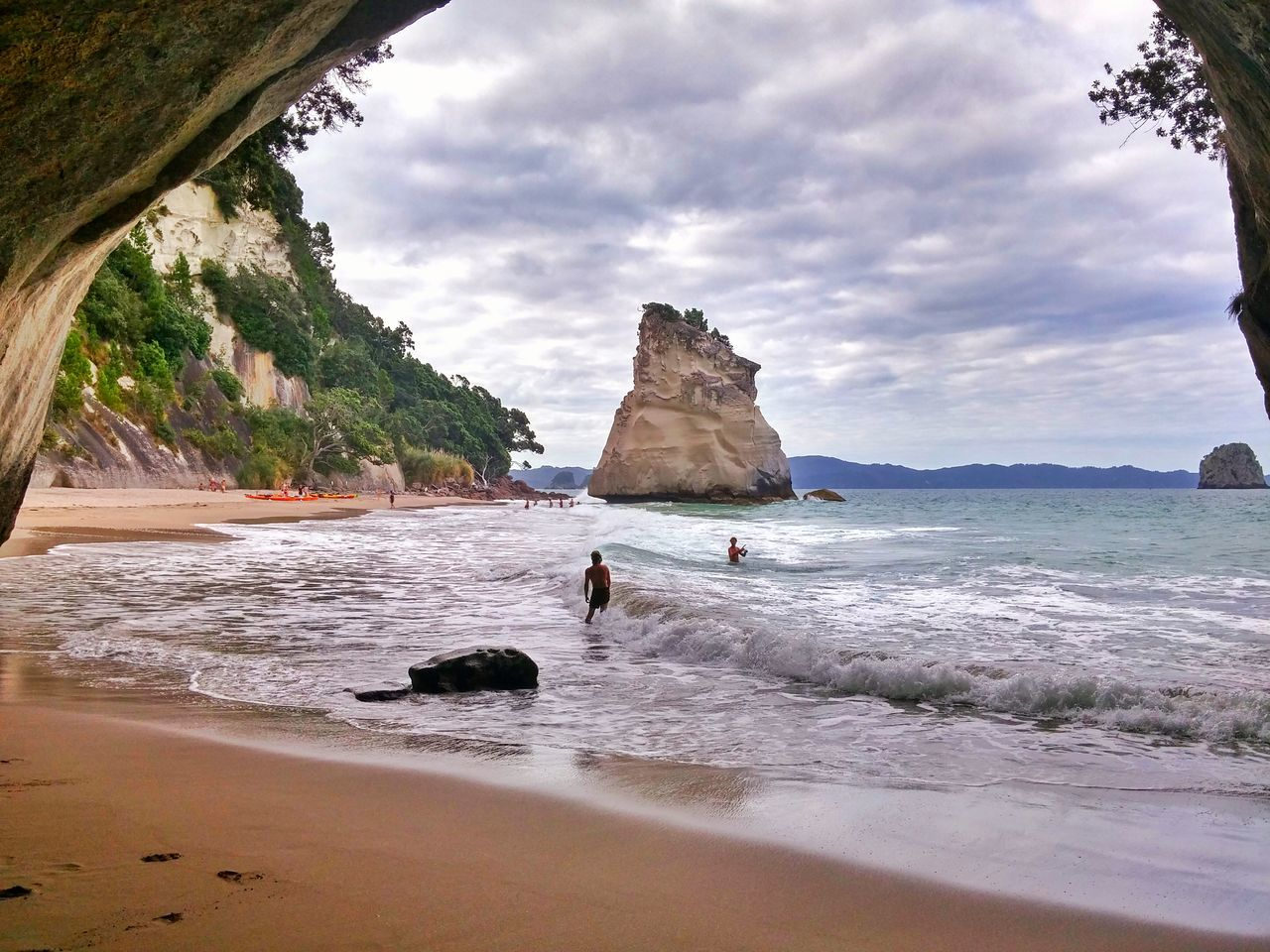 Sometimes you have to stop what you are doing. Go outside. Smell the fresh air. And take in all the beauty that surrounds you!💙💚💙 I Am Lucky New Zealand Scenery Middle Earth Hahei Coromandel Cathedral Cove Landscapes With WhiteWall Engage Your Senses Soul Nourishment A Moment Of Zen... The KIOMI Collection Summer Views Outdoor Photography Vacations My Country And Proud Pacific Chronicles Of Narnia Here Belongs To Me Landscape_Collection The Great Outdoors - 2016 EyeEm Awards Seascape Photography Colour Image Surfs Up Share Your Adventure Paradise