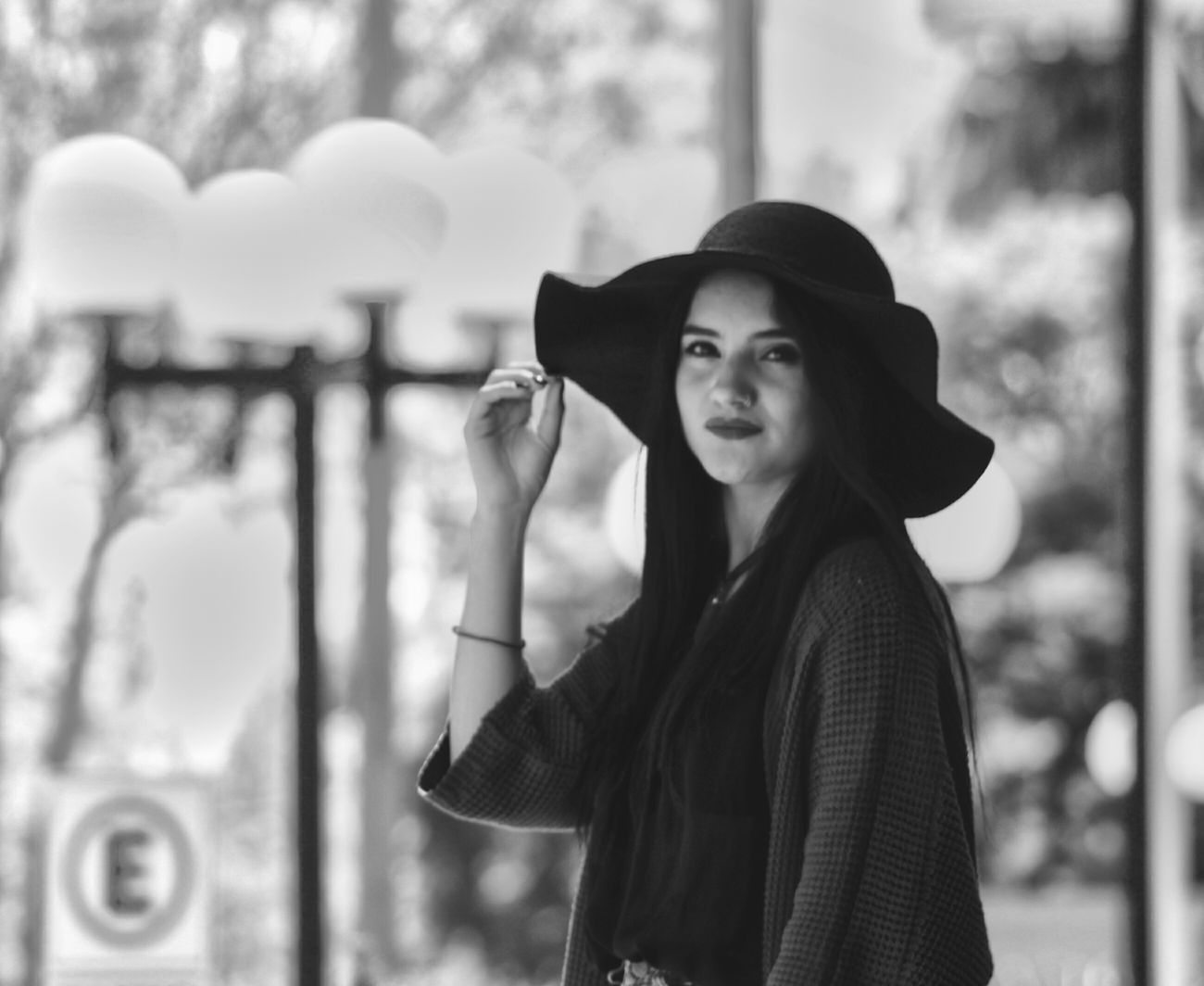 Monochrome First Eyeem Photo Blacl And White Taking Photos The Great Outdoors - 2016 EyeEm Awards Portrait Portrait Of A Woman Sad Backgrounds Vintage Vintage Photo Hipster Grunge Streetphotography Grungegirl Girl