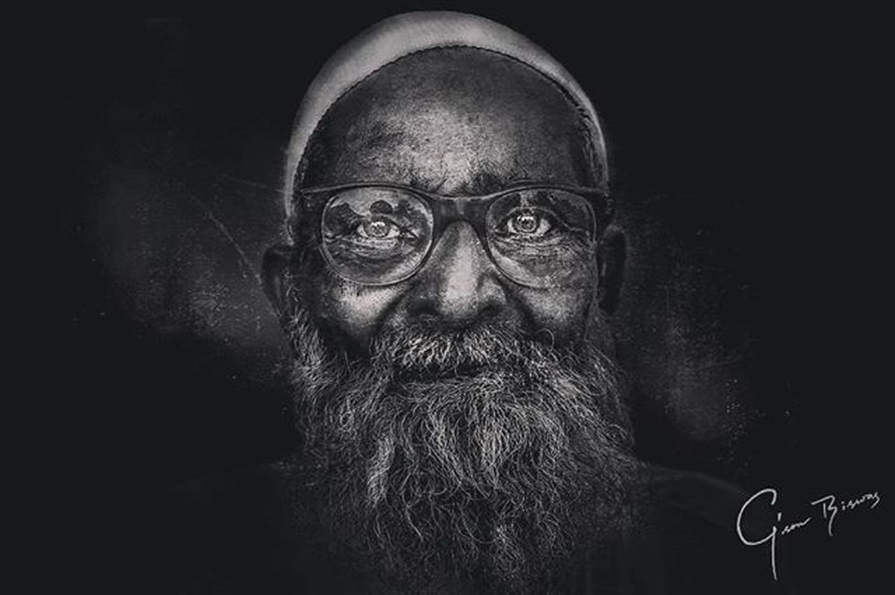 Portrait Beard Bangladeshi Old Aged Glasses Blackandwhite Grunge Homeless People Street Eyes Sharp Hat Lee_jeffries @lee_jeffries Post_process Canon_bangladesh @canon_photos Photography Photooftheday PortraitPhotography Homelessguy G Gson_biswas