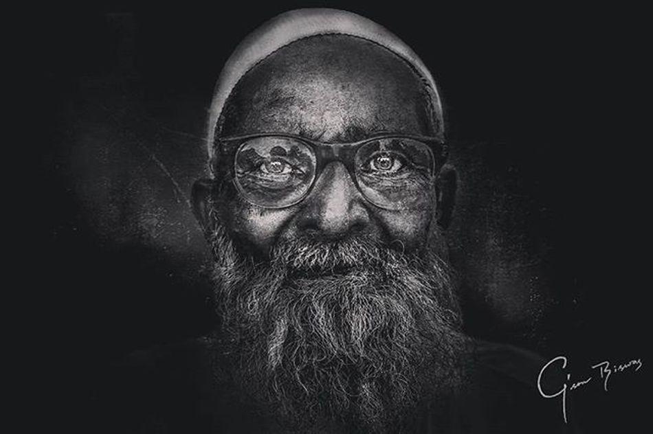 Portrait Beard Bangladeshi Old Aged Glasses Blackandwhite Grunge Homeless People Street Eyes Sharp Hat Lee_jeffries @lee_jeffries Post_process Canon_bangladesh @canon_photos Photography Photooftheday PortraitPhotography Homelessguy G Gson_biswas